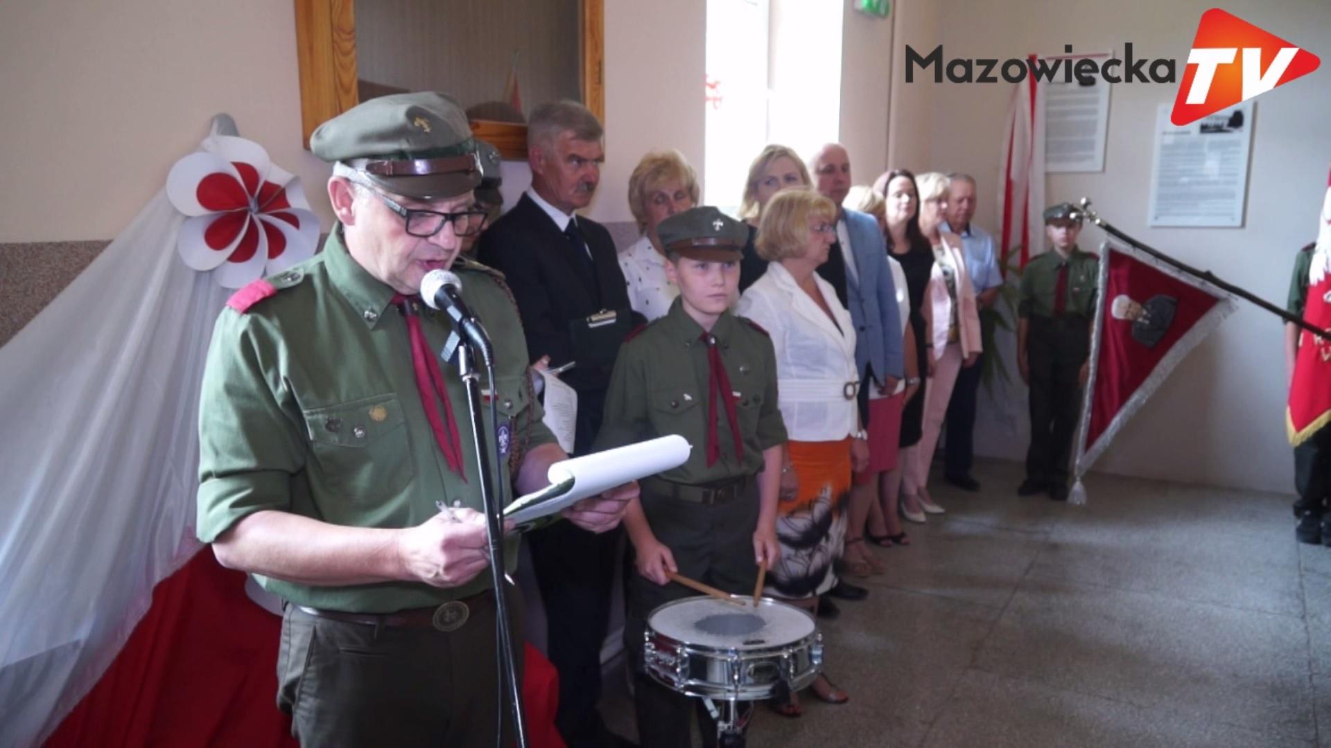 Odsłonięcie tablicy patrona w Publicznej Szkole Podstawowej w Łęczeszycach
